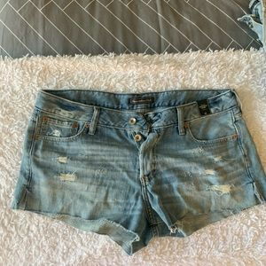 NEW TAG ON Abercrombie Jean Shorts 32